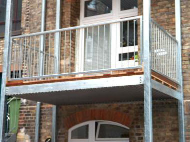 artz berdachungen balkonbau f r nachtr glichen anbau. Black Bedroom Furniture Sets. Home Design Ideas